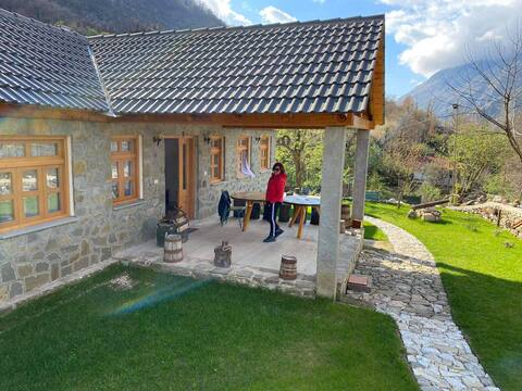 Bujtina Peshtan (Guesthouse & Camping)