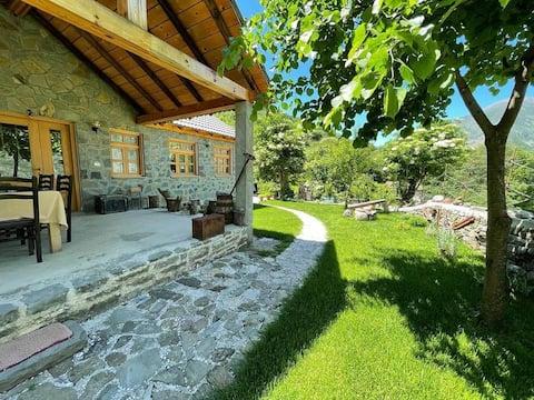 Bujtina Peshtan (Pension & Camping)