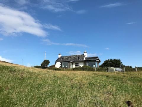 Cosy West Coast Bolthole, overlooking Loch Ewe