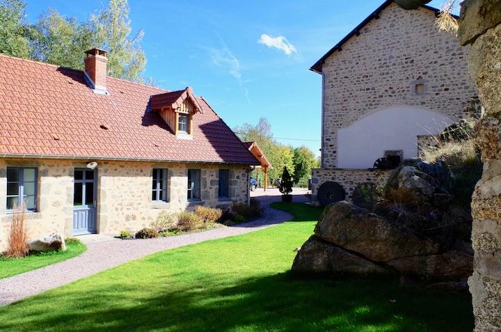"""Les Gîtes du Moulin de Poil, """"La Grange"""" 8 places"""