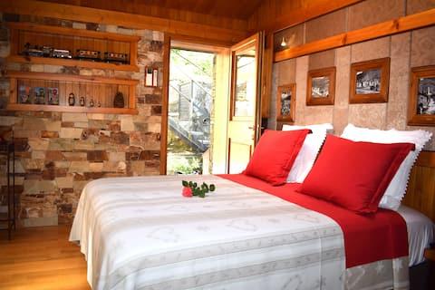 Chambre balnéo avec petits déjeuners et terrasse