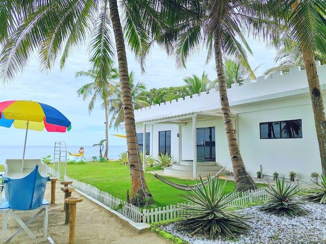 "Beach Front ""White House Villa"""