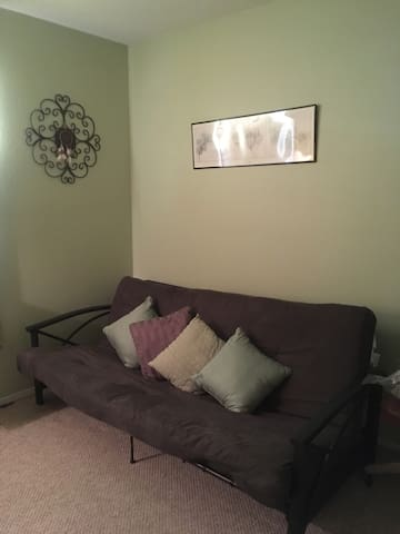 2nd bedroom with full size futon