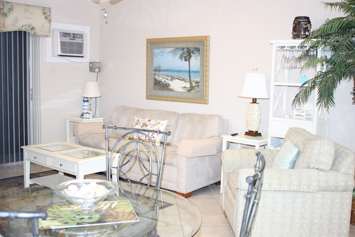 Marco Island 1st floor condo. Great location.