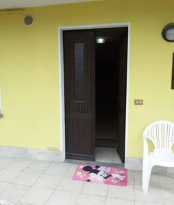 porta d'ingresso appartamento senza scalini