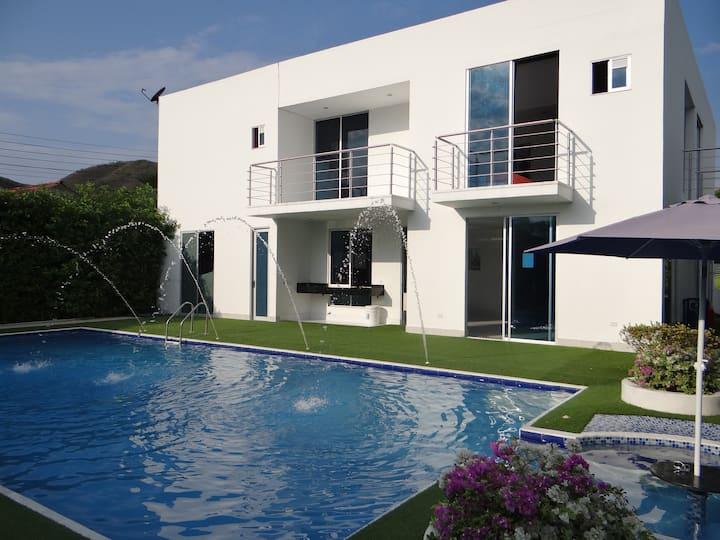 Espectacular Casa  Campo Girardot-Nariño Cund.
