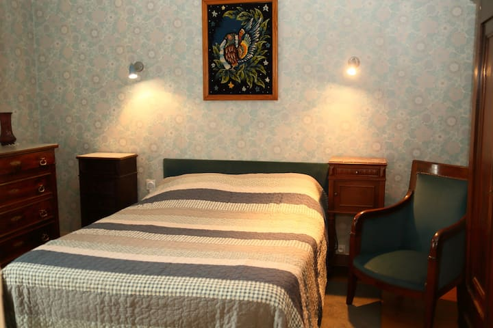 Chambre 1 avec grande terrasse (sommier tapissier à lattes)