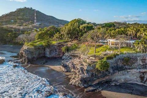 CASA LAS PIEDRONAS/ Ocean Front Villa