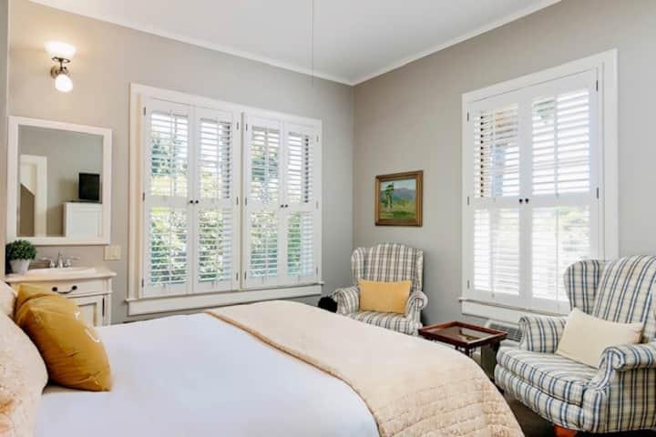 Old World Charm Nichole Suite~De La Vina Inn