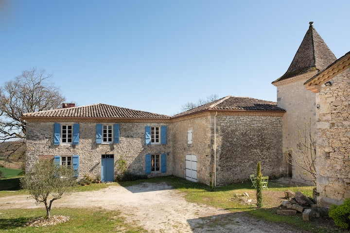 Idyllic Estate in SW France with 360 views/ pool