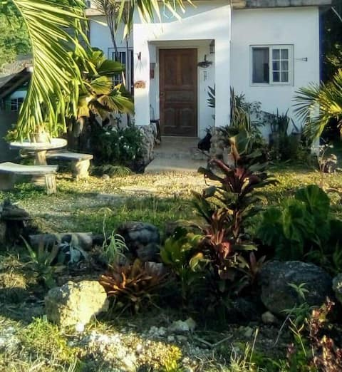 Eclectic Tiny Cottage Runaway Bay St Ann