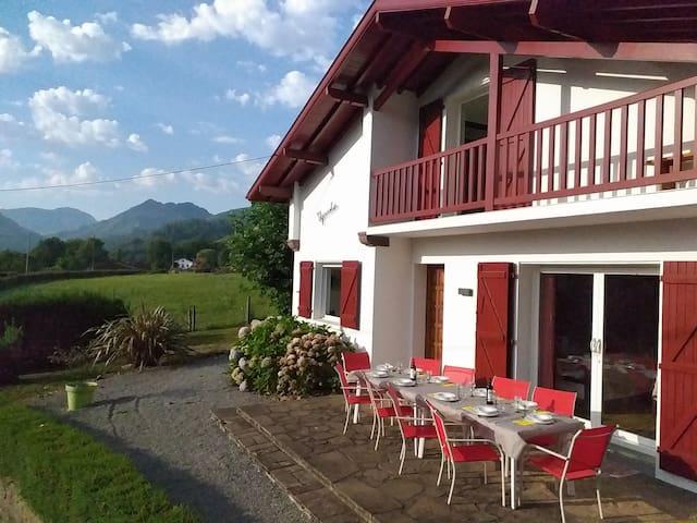 villa au pays BASQUE 1,5km de ST-Jean-Pied-de-port