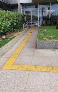 야외 출입문까지 계단이나 문턱 없이 이동 가능