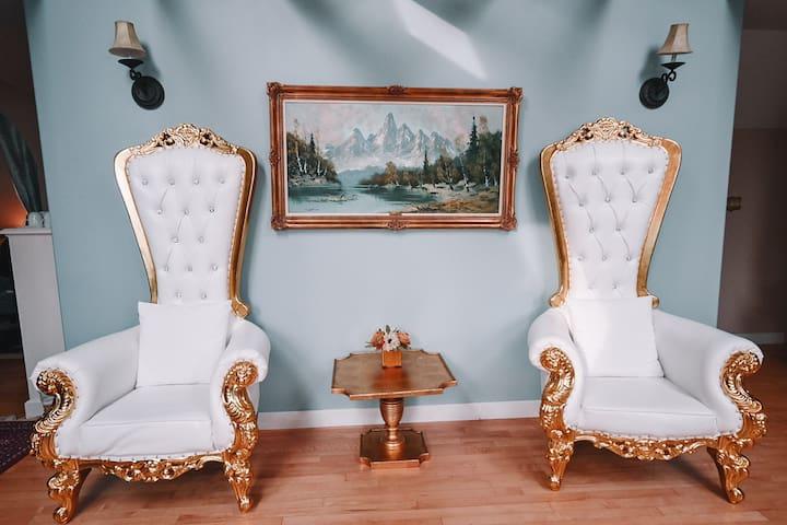 Bella's Castle Bed & Breakfast Third Floor Suite
