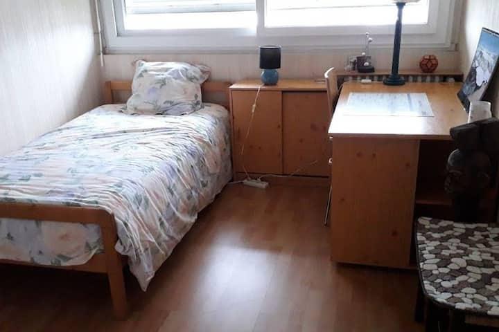 LA MORELLERIE Chambre meublée proche UCO et ESA