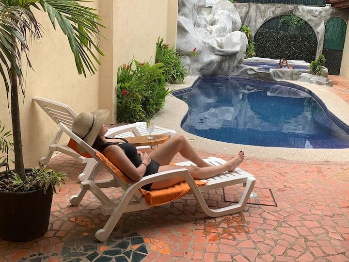 Hermosa Villa privada, alberca y jacuzzi