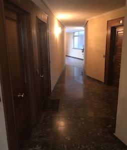 Zona común que conduce al piso