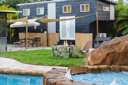 Tiny House Paradise - Pool & Spa, Slide + Beaches