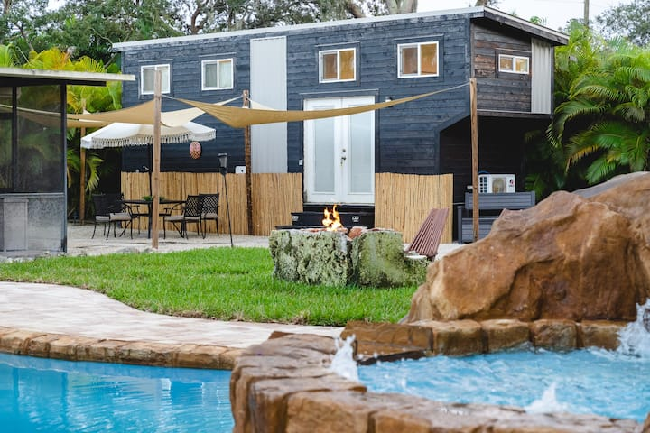 Tiny House Paradise - Pool & Spa, Slide + Beaches