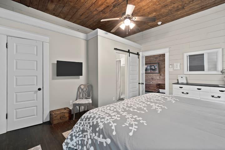 Gray Room@The BestO'Inn Waco (3 Blks from Silos!)