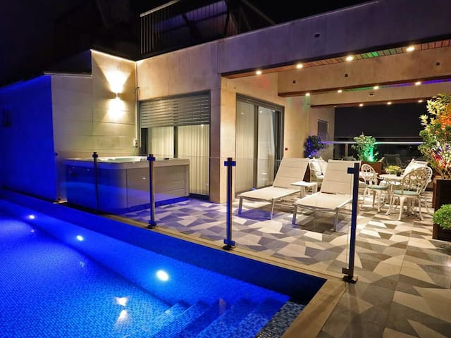 Luxury Rooftop Apartment in Netanya