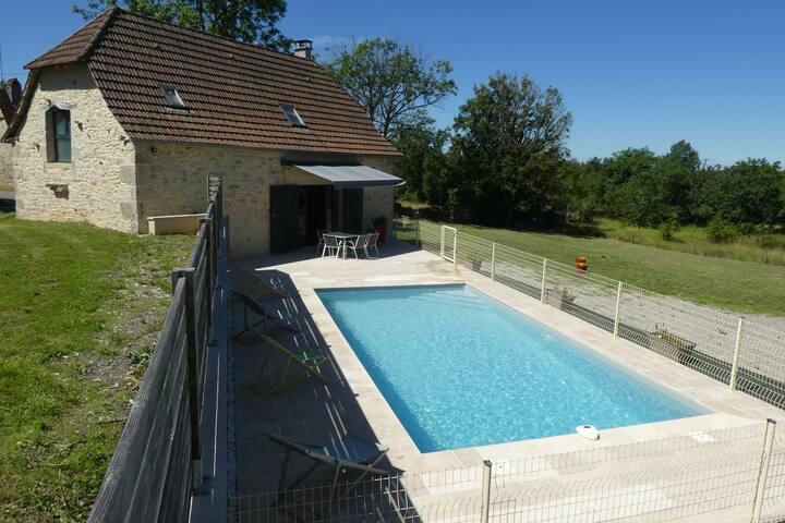Gîte avec piscine privative dans le Lot