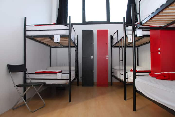 Room for three people in Deusto! (hostel)