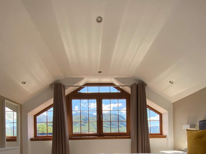 Modern Luxury Apartment, Ben Nevis Views, Sleeps 6
