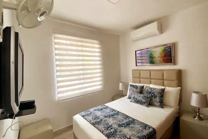 Habitación # 2 (Semidoble) Primer Piso Cama de 1.20 x 1.90 Aire acondicionado, ventilador, tv, closet.