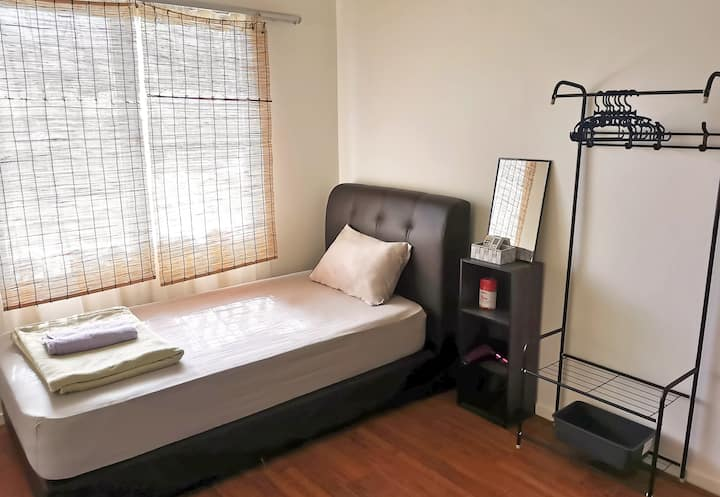Comfy Homey Stay {Gym+Parking} Bus->KL, Walk->UM