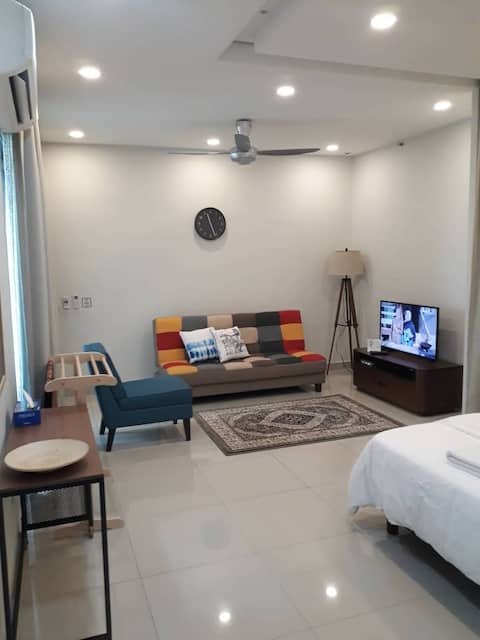 Ghumoh Da @Univ360 Serdang - Contemporary Studio