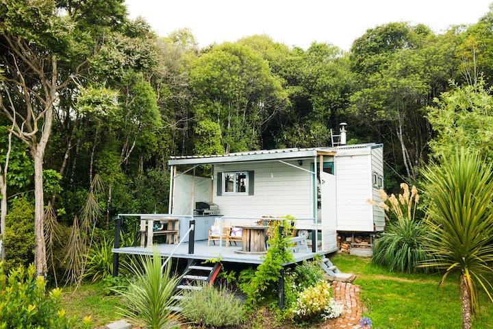 South Island Tiny House in Blueskin Bay