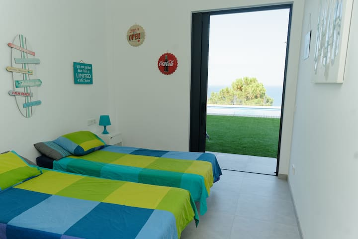 Bedroom4 with 2 single beds (that can become a double bed), bottom floor level