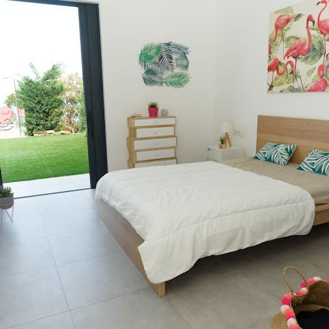 Mastersuite2 with a queen-size double bed, bottom floor level