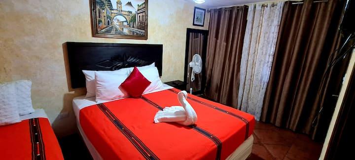 Hotel Real Antigua a dos Cuadras del Parque Centra