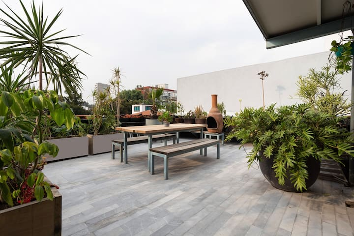 ❤Rooftop Terrace apt. w/view & large kitchen .Safe