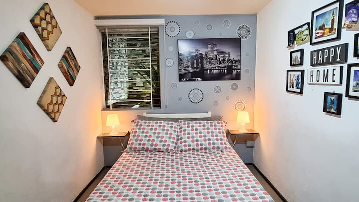 Cozy room with Netflix in beautiful area!