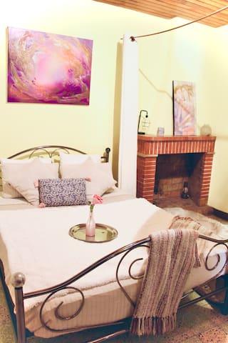 chambre avec rideaux de separation