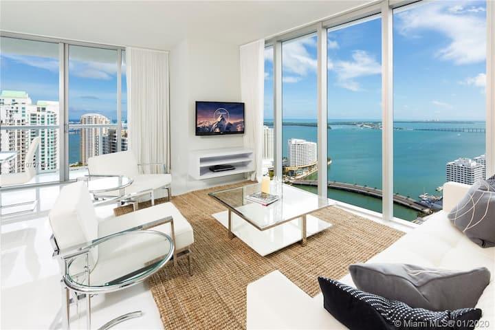 HIGH FLOOR Luxury Ocean Views Icon Corner Condo2/2