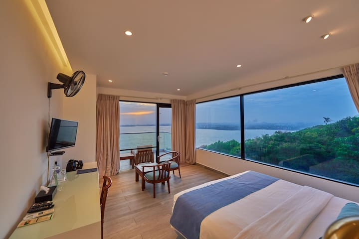 Panoramic  Room with Stunning Views & Rooftop Pool