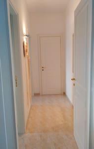 Corridoio d'accesso camera da letto e bagno