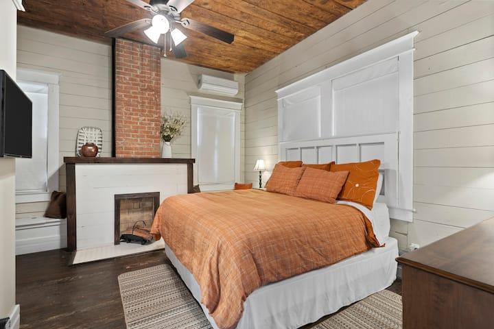 The BestO'Inn Waco-Orange Room(3 Blks from Silos)