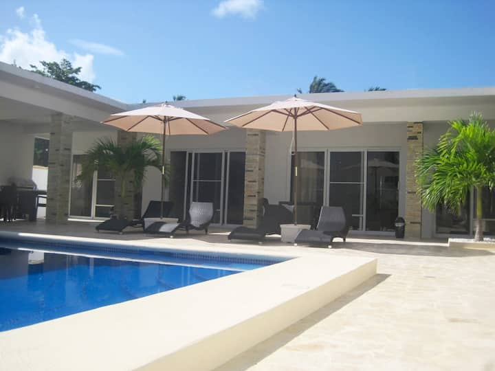 6 Suite Beach Villa, perfect for groups & families