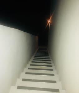 مدخل واسع للضيوف