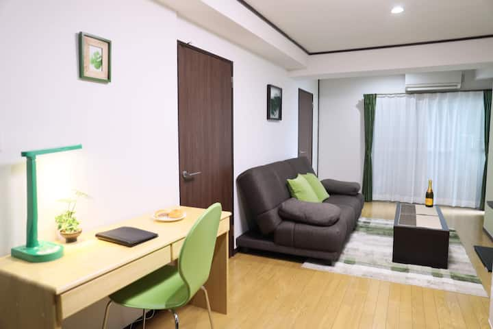 ''Designer-Room with green tone'' in downtown