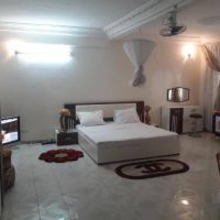 Gallé Niatigui Chambre spacieuse VIP Climatisée