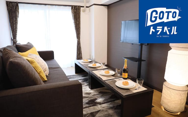 Designer-Room in downtown. Easy access to Airport