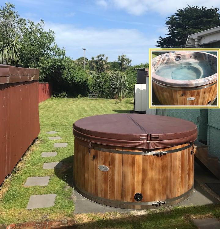~Spa Pool~ Luxury Coastal Retreat (Caravan)