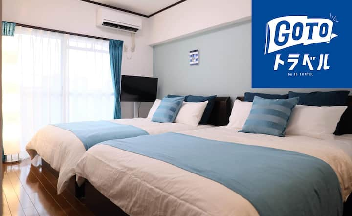 ''Designer-Room with blue tone'' in downtown