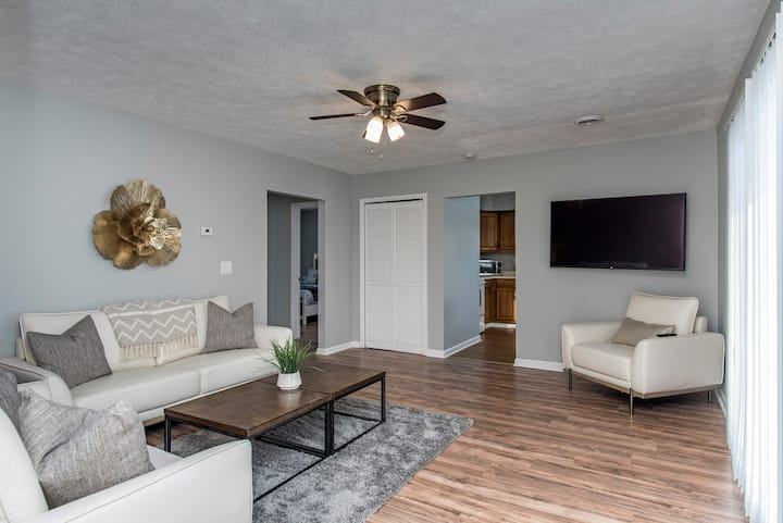 Updated Apartment, Free WIFI-5 Minutes from Casino